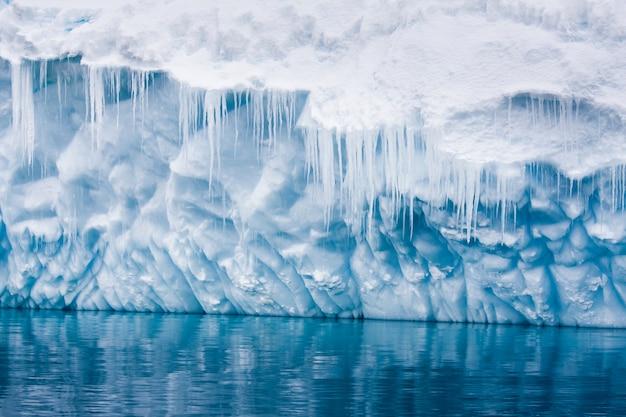 Duża góra lodowa antarktydy