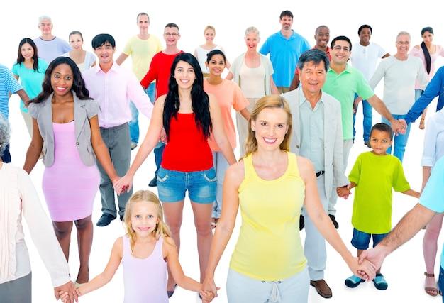 Duża grupa osób posiadających rękę