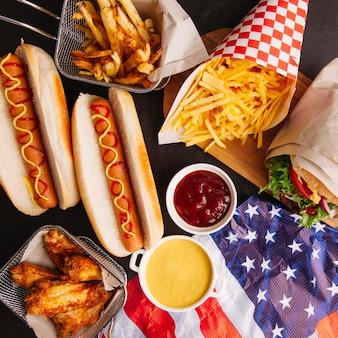 Duża kompozycja fast foodów