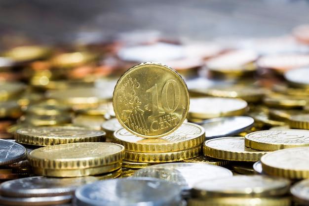 Duża liczba metalowych monet