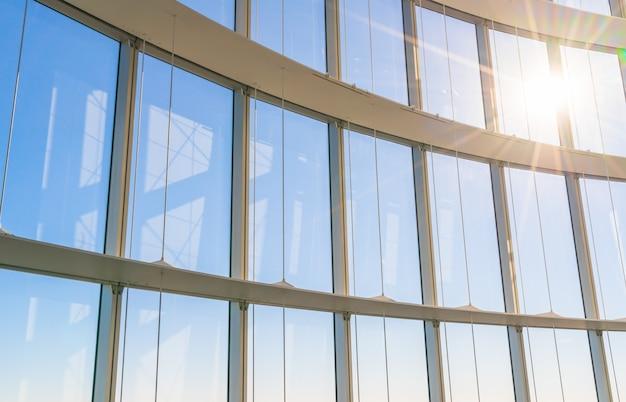 Duże okna z promieni słonecznych
