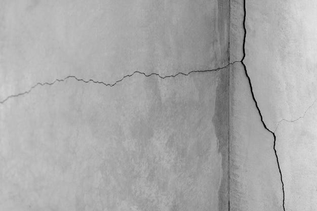 Duże pęknięcia tekstury ścian cementu.
