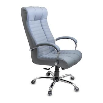 Duże puste krzesło biurowe z szarej skóry, na białym tle. widok z boku.