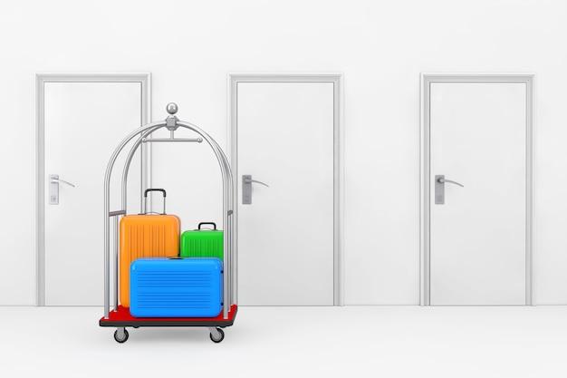 Duże wielokolorowe walizki z poliwęglanu w srebrnym luksusowym wózku na bagaż hotelowy przed drzwiami pokoju hotelowego ekstremalne zbliżenie. renderowanie 3d
