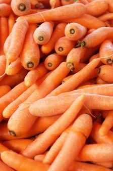 Dużo dojrzałej i pięknej marchewki