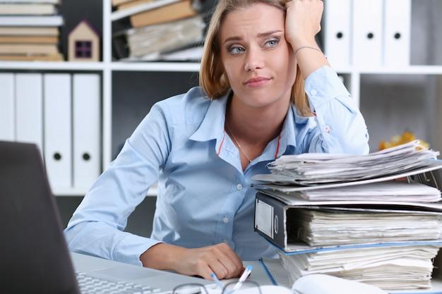 Dużo pracy czeka na zmęczoną i wyczerpaną kobietę