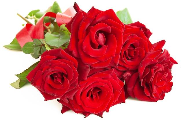 Duży bukiet czerwonych róż ze wstążką