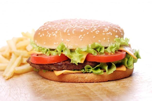 Duży i smaczny burger