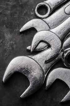 Duży kąt metalowych kluczy