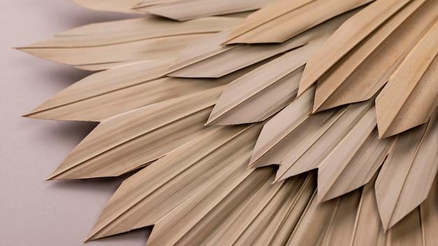 Duży kąt monochromatycznych kształtów papieru