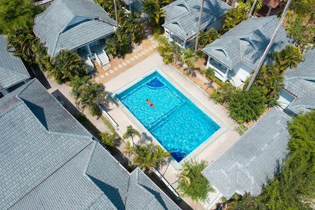 Duży kompleks apartamentów z basenem