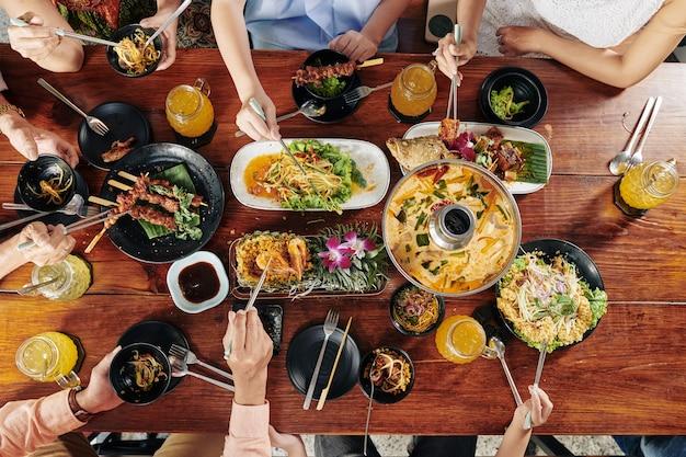 Duży rodzinny obiad