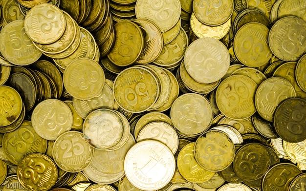 Duży stos ukraińskich monet