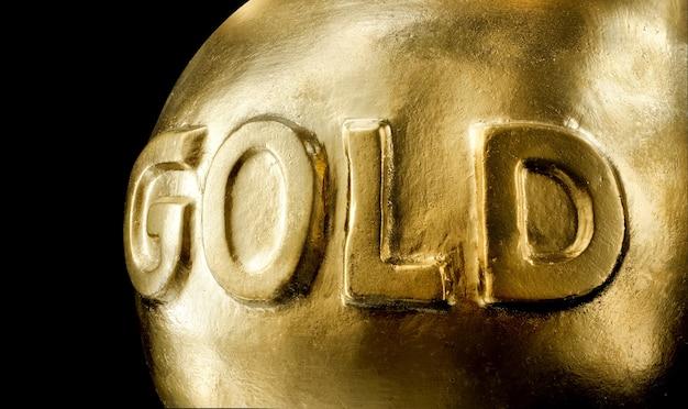 Duży sztab złota. pojedynczo na czarno