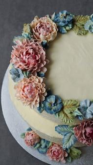 Duży tort weselny