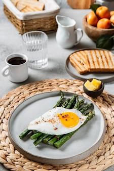 Duży wybór pysznych dań śniadaniowych