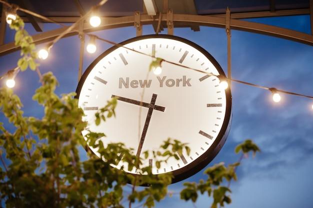 Duży zegar ścieśniać