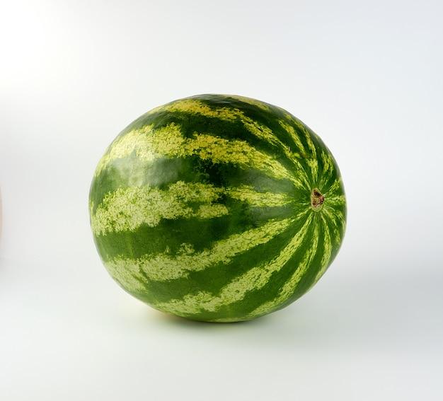 Duży zielony arbuz w paski