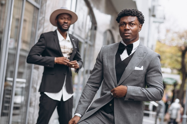 Dwa afrykański biznesmen spotyka wpólnie