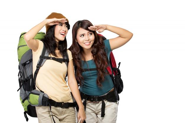 Dwa azjatykciej młodej kobiety na wycieczce