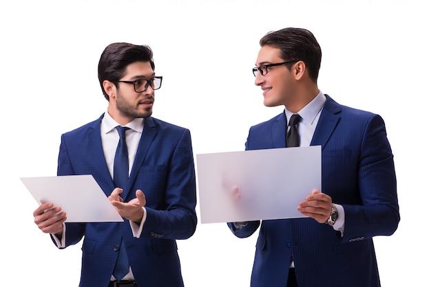 Dwa biznesmena z wirtualnymi pastylkami odizolowywać