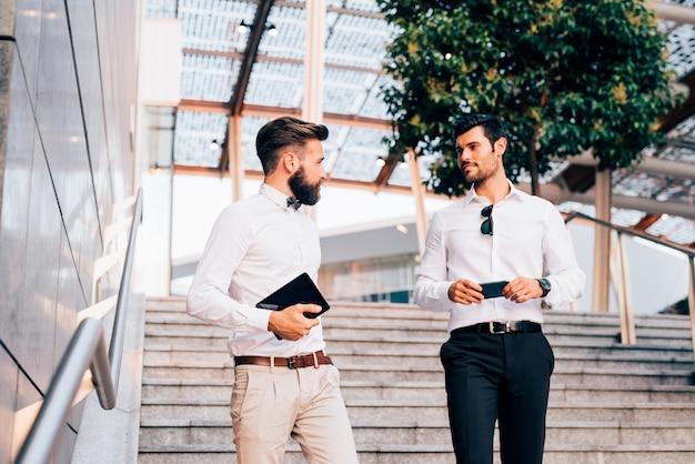 Dwa nowoczesne biznesmen