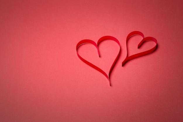 Dwa papierowe serca walentynkowe, walentynki, walentynki