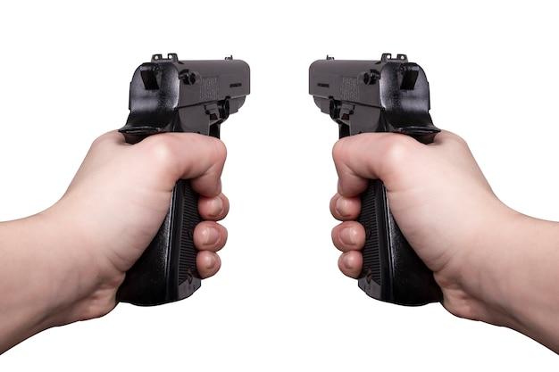 Dwa pistolety w dłoni