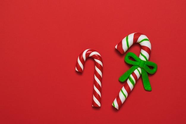 Dwa świąteczne słodycze.