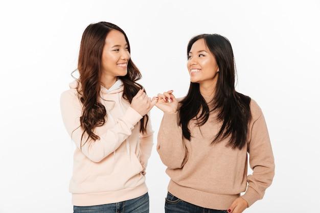 Dwie azjatyckie słodkie siostry panie