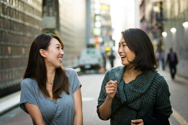 Dwie koleżanki spotykają się w tokio