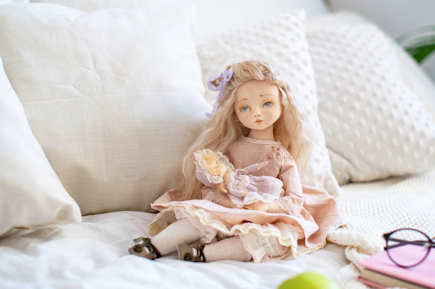 Dwie lalki tekstylne, designerskie lalki.