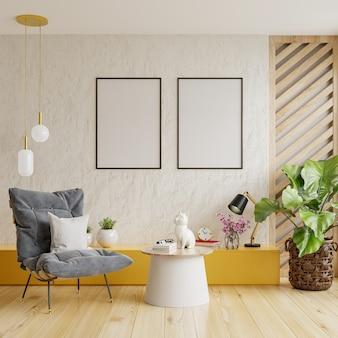 Dwie pionowo oprawione makiety plakatów na pustej białej ścianie w wystroju salonu z fotelem. renderowanie 3d