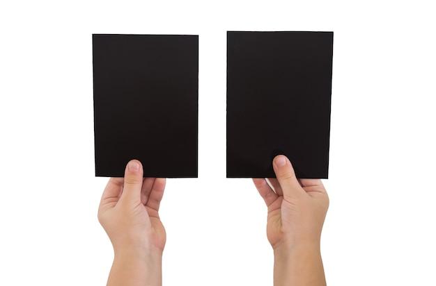 Dwie ręce trzymając puste czarne karty papieru, z bliska, na białym tle kopiowanie miejsca.