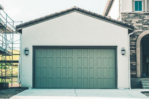 Dwie samochody garażowe