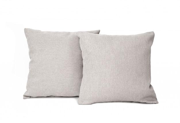 Dwie szare poduszki kwadratowe na białym tle.