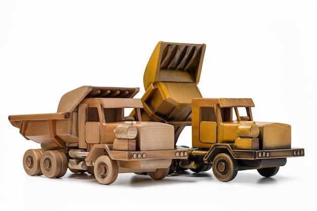 Dwie zabawki typu truckdumper są ręcznie wykonane z drewna