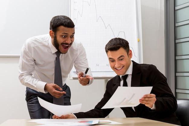 Dwóch biznesmenów opracowało świetny pomysł ludzi biznesu