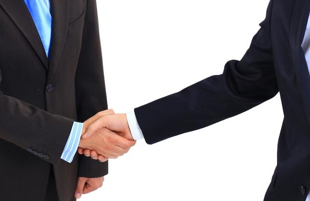 Dwóch biznesmenów ściskających dłonie
