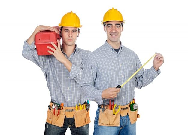 Dwóch pracowników budowlanych