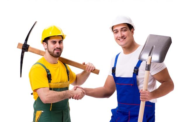 Dwóch pracowników na białym tle