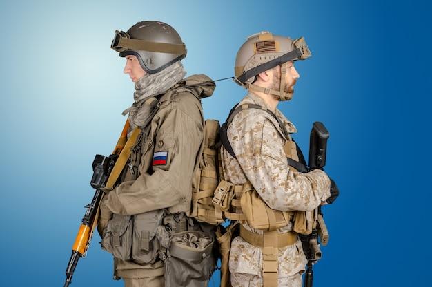 Dwóch żołnierzy sił specjalnych