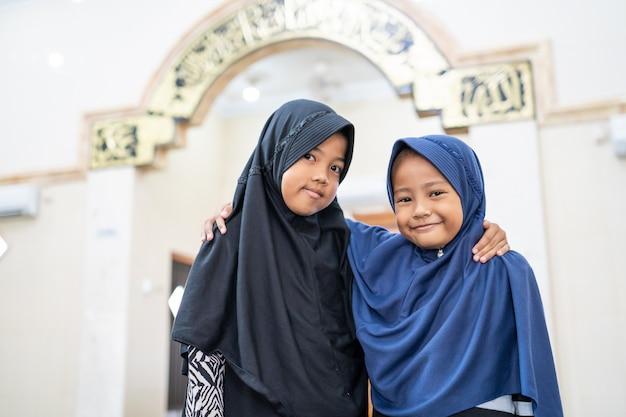 Dwoje dzieci bestfriend muzułmanin