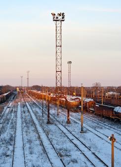 Dworzec kolejowy na ukrainie zimą