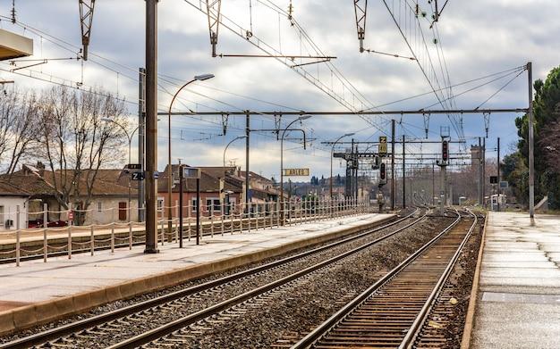 Dworzec kolejowy w arles we francji