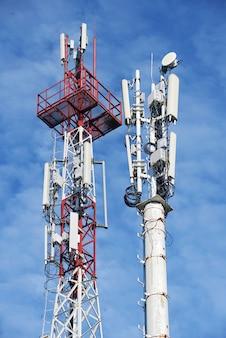 Dwukomórkowa wieża stacji bazowej