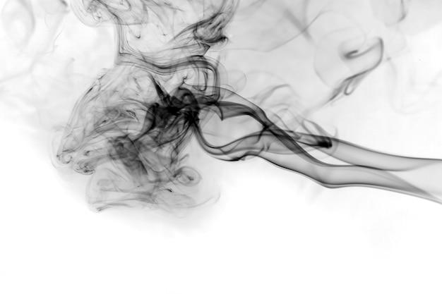 Dym czarny na białym tle