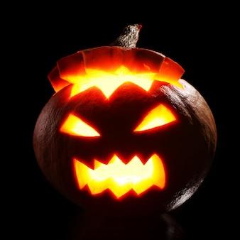 Dynia halloween w ogniu