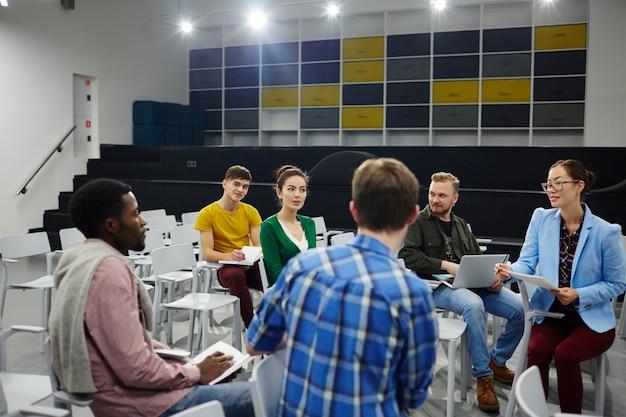 Dyskusja studentów