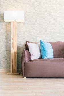 Dywan wewnątrz mieszkania w domu z drewna